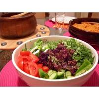 Akdeniz Salatası Tarifi, Yapılışı Ve Malzemeleri