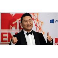 Psy Youtube'da 3 Milyara Ulaştı