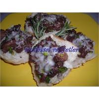 Kavurmalı Çiçek Ekmek Dilimleri