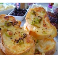 Sabah Keyfinde Krem Peynirli Ekmek Dilimleri