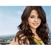 Artık O Da Bir Komşu Kızı: Selena Gomez …