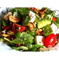 Peynirli Cevizli Semizotu Salatası