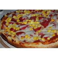 Tavada Sosisli Mısırlı Pizza