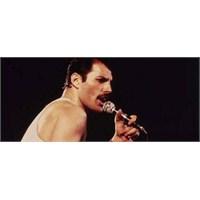 Freddie Mercury Queen'le 'sahneye Çıkıyor'