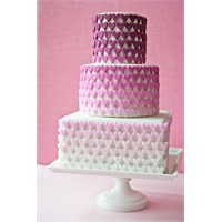 """Düğün Pastalarında Son Moda """"Ombre"""" Pastalar"""