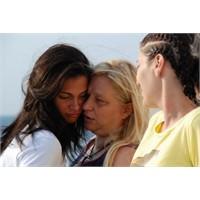 Anne İle Kız Arkadaşlığı Doğru Mu?