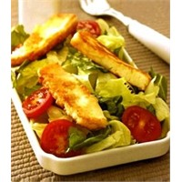Kızarmış Hellim Peynirli Salata.