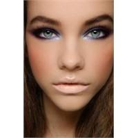 Göz Makyajı Hileleri İle Farklı Olun!