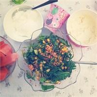 Kuru Domates Soslu Kepekli Makarna Salatası