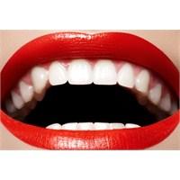 Bembeyaz Dişler İçin Doğal Formül Evinizde!