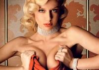 Kadınlar Göğüs Büyütmeye Para Harcıyor