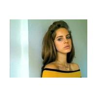 Lana Del Rey'in Tuhaf Hikayesi
