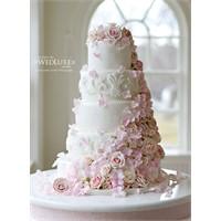 Muhteşem Bir Düğün Dekorasyonu Ve Pastası