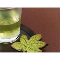 Cildinizi Güneşten Yeşil Çay İle Koruyun