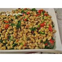 Karnıkara Salatası