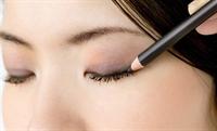 Göz Kalemi Ve Eyeliner Kullanımında Püf Noktalar