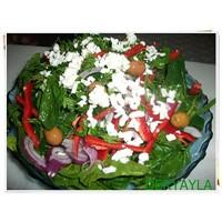 Peynirli Ispanak Salatası