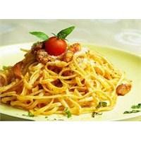 Farklı Lezzet Sarımsaklı Spagetti