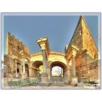 Bir Roma Eseri, Hadrian Kapısı (Antalya)