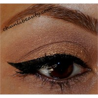 Altın/bronz Göz Makyajı Uygulaması