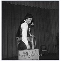 Mücap Ofluoğlu | Tiyatro Oyuncusu