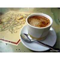Bir Kış Günü Kahve Ve Kurabiye Kokusu