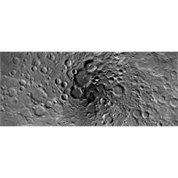 Ay'ın Kuzey Kutbunun Önceden Görülmemiş Fotoğrafı