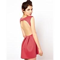 Yepyeni Sırtı Açık Elbise Trendleri
