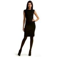 Siyah Bir Elbise İle Yapilabilecek Değişiklikler