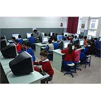 Bilişim Teknolojileri Öğretmenleri Klavye Kırdılar