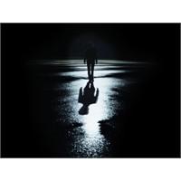 İşık Olmazsa Karanlık Sarar Bedenimi
