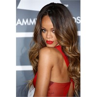 Sac Stil Dosyasi { Rihanna }