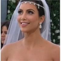 Karşınızda Gelinlikli Kim Kardashian