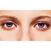 Gözleri Vurgulamak İçin Göz Kalemi Yeterli