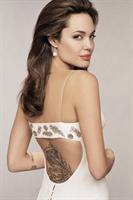 Angelina Jolieyi 11 Kilo Zayıflatan Afrika Yerlil