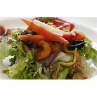 Peynirli Közlenmiş Sebze Salatası