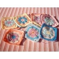 Kare motifli bebek battaniyesi