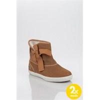 Lacoste İle En Moda Bayan Kışlık Ayakkabılar