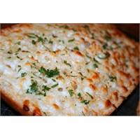 En Pratik Haliyle Peynirli Sarımsaklı Ekmek Dilimi