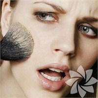 Yaşınızı Büyüten Makyaj Hataları