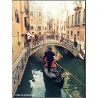 Venedik'te Gondol Kullanmak