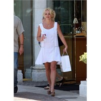 Britney yeni stili ile alışverişte