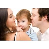 Karısına Ve Çocuklarına Kızan Baba