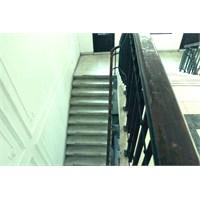 Galata Rum İlkokulu / Merdivenler
