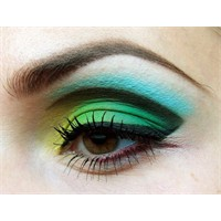 Muhteşem Çizgi Göz Makyajı Nasıl Yapılır