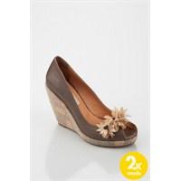 Yeni Tarz : Dolgu Topuklu Ayakkabılar