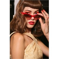 İlkbahar/yaz'11 Gözlük Trendleri
