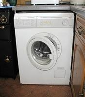Gürültülü Çalışan Ve Yürüyen Çamaşır Makinesi
