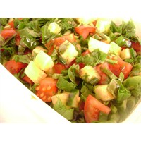Ananaslı Yeşil Salata