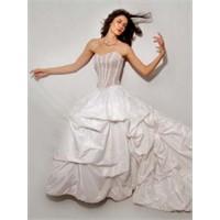 2012 Yılı Gelinlik Modelleri Görücüye Çıkıyor